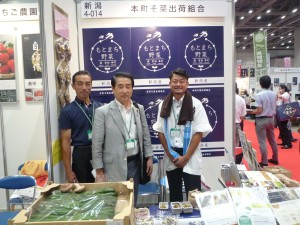 本町そ菜組合近藤さん(左}と樋浦さん(右)