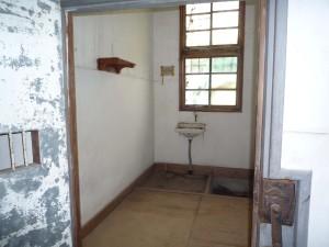 今後の対応に苦慮している内部の独居房跡