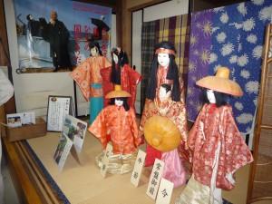 ギャラリー内には文弥人形や竹細工も