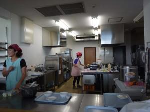 園児の給食も作る併設レストランの調理場