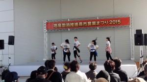 ステージ上ではキッズダンスも